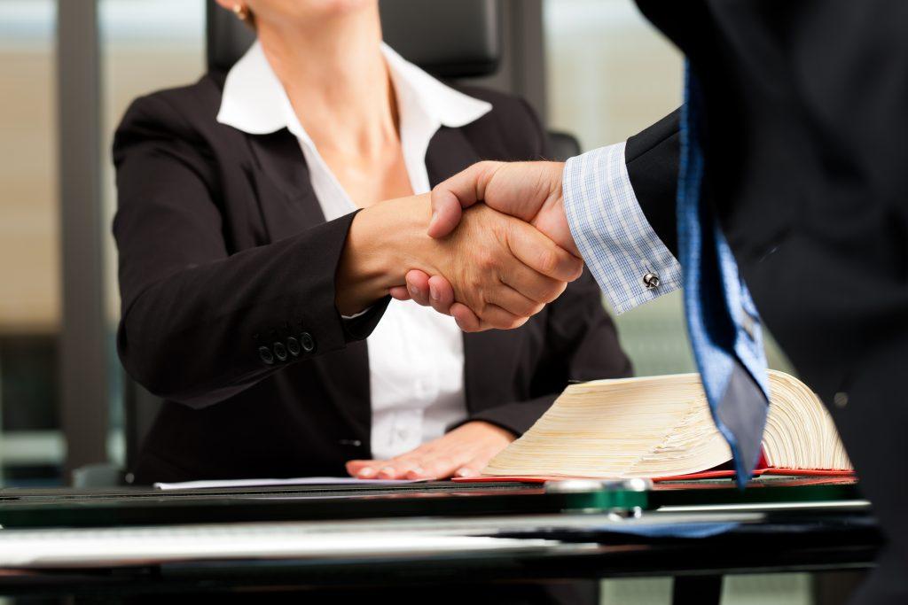 La Mejor Firma Legal de Abogados en Español de Acuerdos en Casos de Compensación Laboral, Mayor Compensación de Pago Adelantado en Los Angeles California